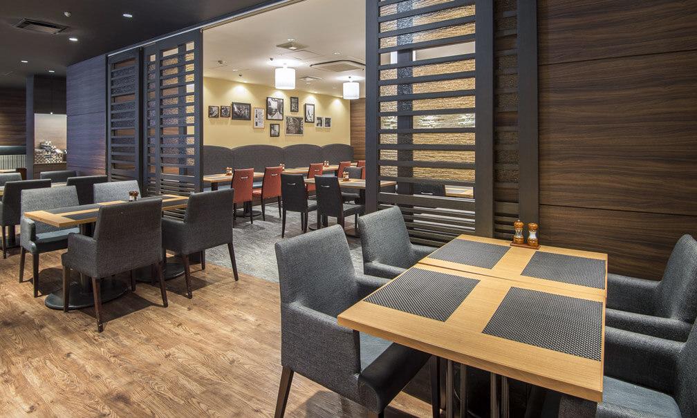 ステーキ&ハンバーグレストラン「リバージュ」の写真 テーブル席